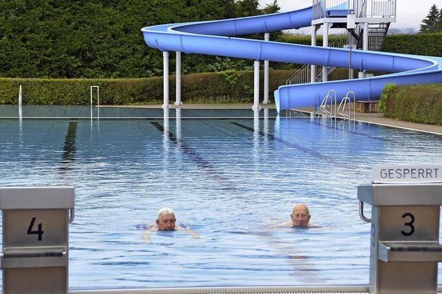 Senioren baden billiger: Gemeinderat stimmt ermäßigter Eintrittskarte zu