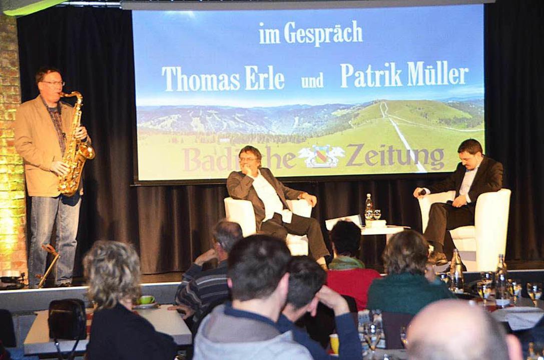 Rainer Wahl am Saxophon, Thomas Erle und BZ-Redakteur Patrik Müller  | Foto: Sylvia-Karina  Jahn