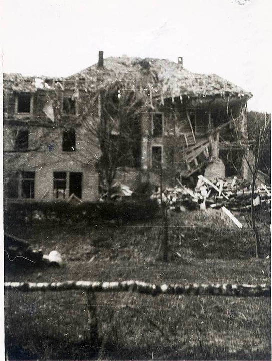 Die rückseitige Ansicht des im März 19...eführt. Heute ist es ein Seniorenheim.  | Foto: Archiv Haderer