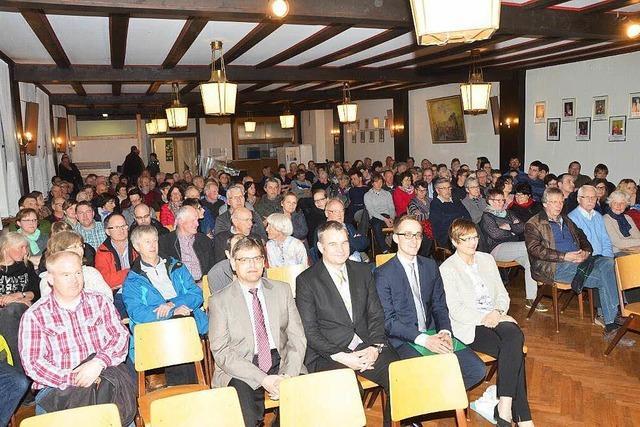 1700 Vogtsburger besuchen die Kandidatenvorstellungen für die Bürgermeisterwahl