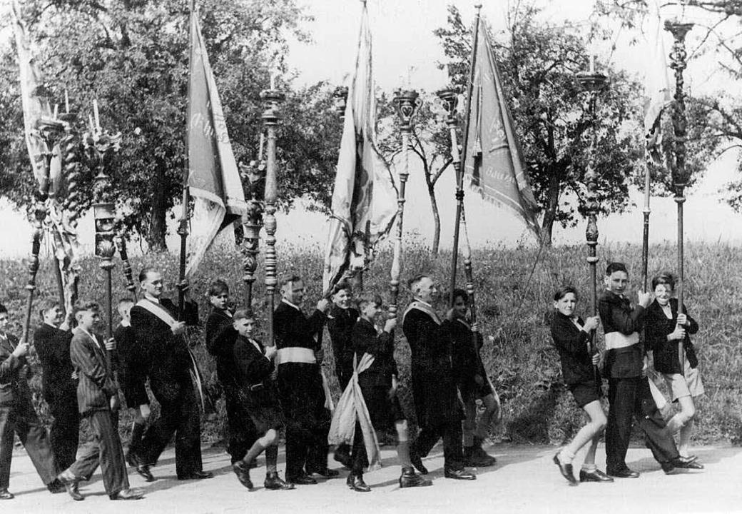 Ein Zunftumzug im Jahr 1945 anlässlich Maria Himmelfahrt  | Foto: Michael Saurer