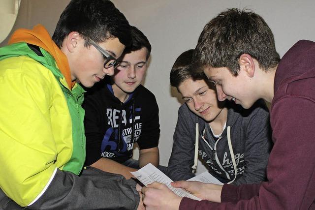 Jugendliche bereiten sich auf ihre Firmung vor