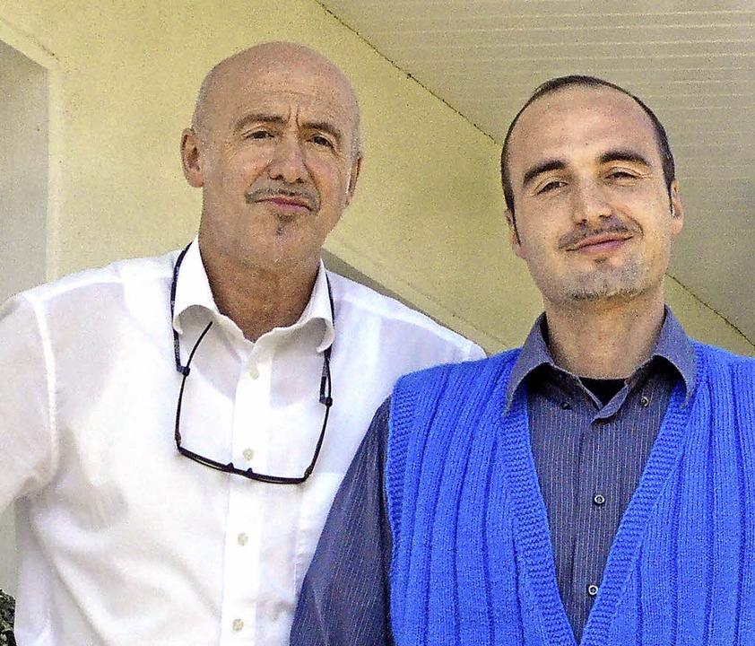 Hoteldirektor Karl und sein Sohn Christoph Schmid (von links)   | Foto: mib