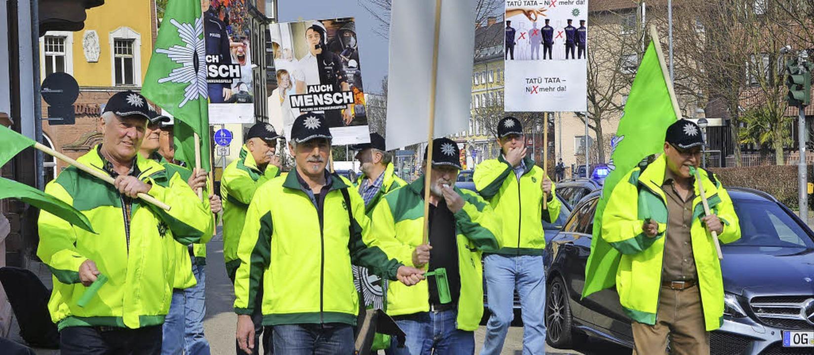 Bundespolizisten auf dem Weg zum Offen...ndesfinanzminister Wolfgang Schäuble.   | Foto: Ralf Burgmaier