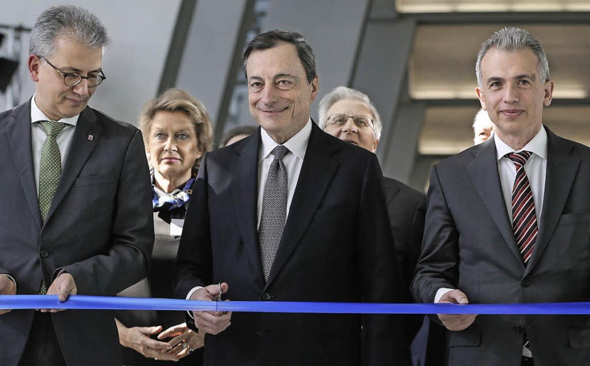 Der hessische Wirtschaftsminister Tare...ung der neuen EZB-Zentrale (von links)  | Foto: dpa