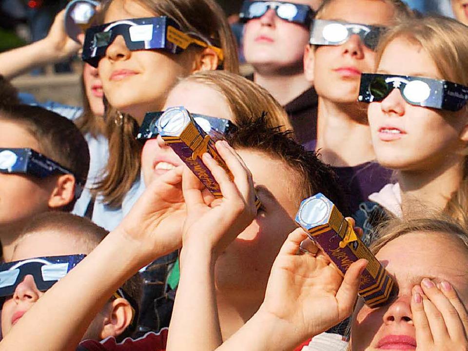 Schutzbrillen sind Pflicht.   | Foto: dpa