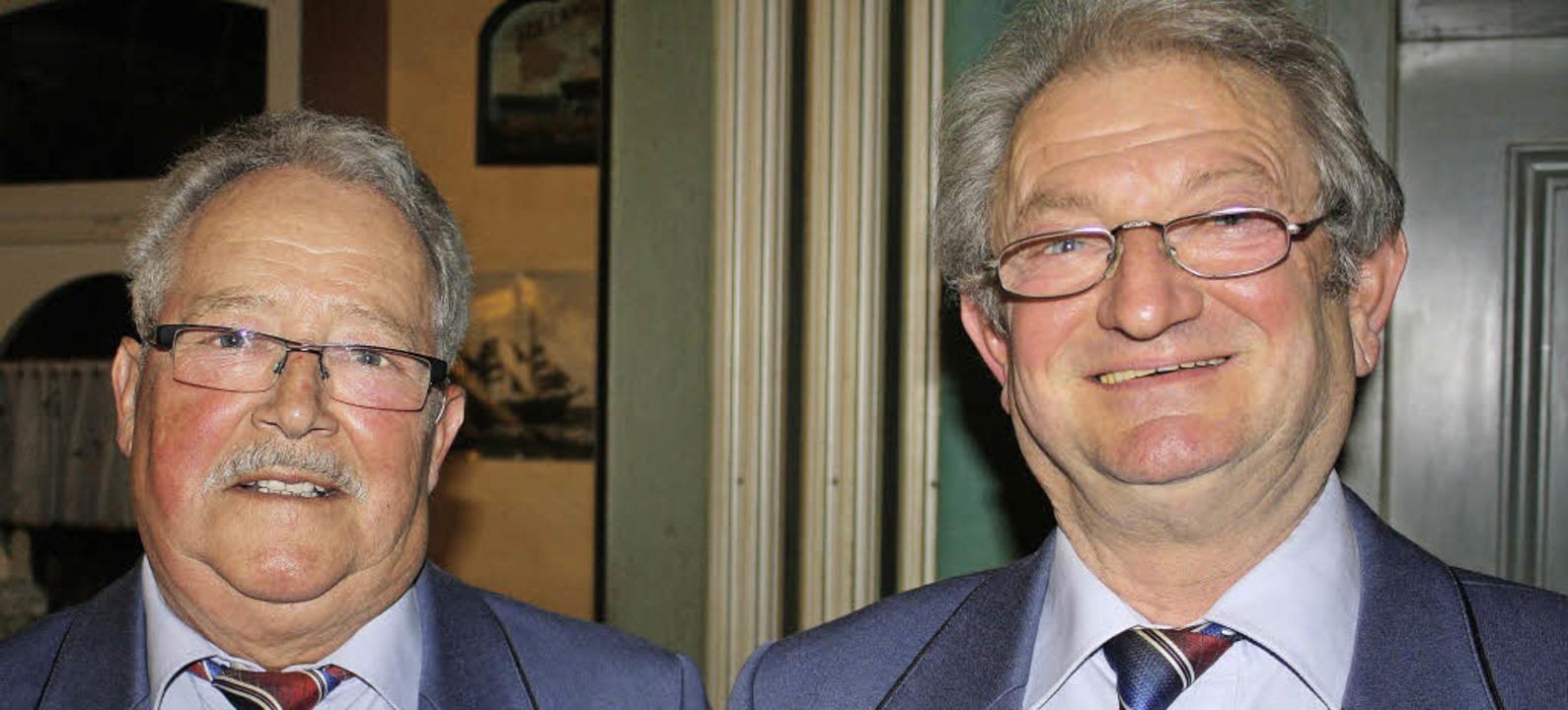 <Text> Rolf Morgenthaler (rechts) ist ...er 50 Jahren Gesangserfahrung. </Text>    Foto: Werner Schnabl