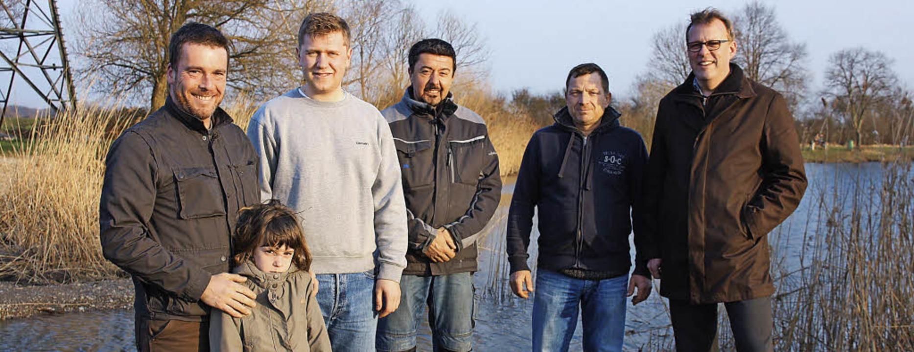 Landschaftsförster Fabian Mayer mit To...ung des Biotops am Löhlinsee erreicht.  | Foto: Franz
