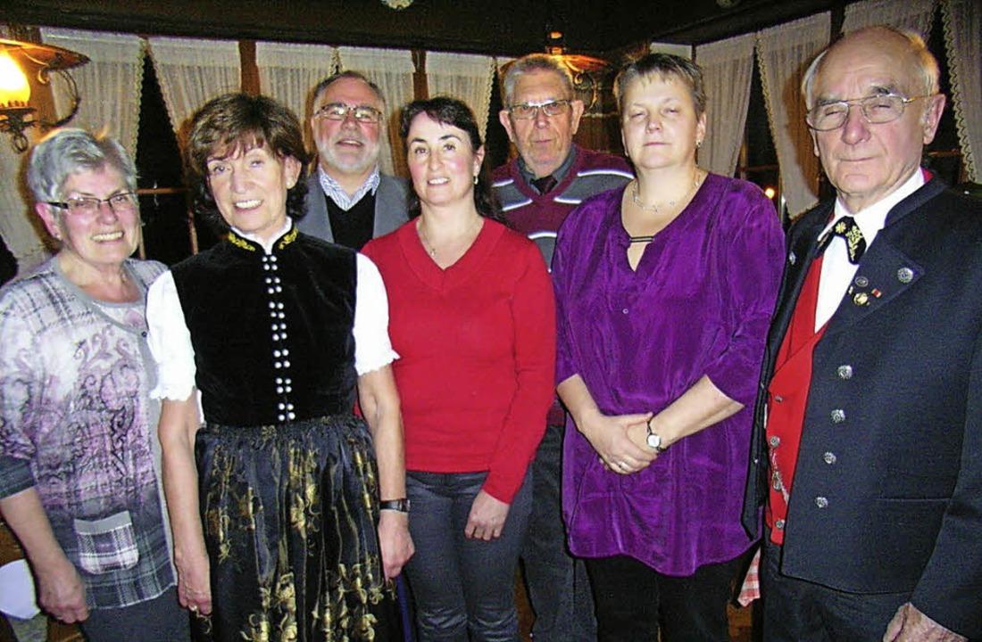 Mit einem zum Teil neugewählten Vorsta...Erich Schwär (von links nach rechts).   | Foto: Hans-Jürgen Wehrle