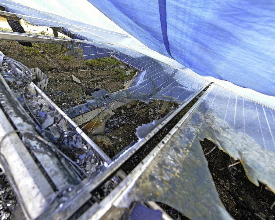 Verschmorte Solarmodule auf der alten Mülldeponie   | Foto: Bamberger