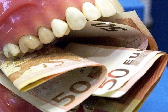 Verpfuschtes Implantat: Bad Säckinger Zahnarzt muss Schmerzensgeld zahlen
