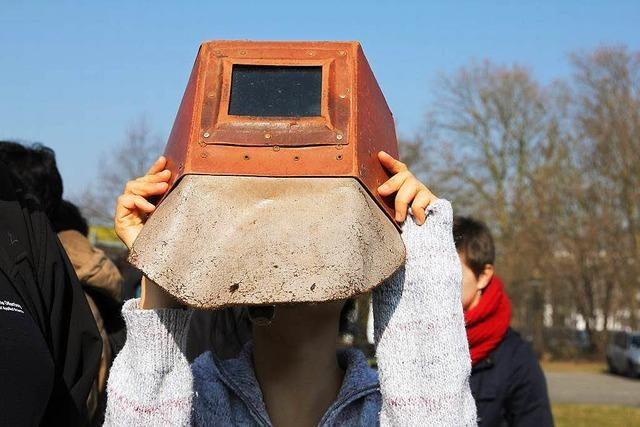 Public Viewing mit der Schweißermaske
