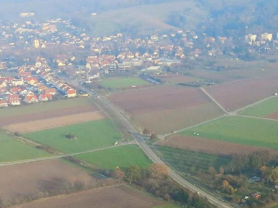Bis hierhin und (erst mal) nicht  weit... der L 125 (Bildmitte) vorerst enden.   | Foto: Stadt Staufen