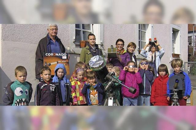 Kinderhort wird zum Observatorium – Spezialbrillen für alle Schüler