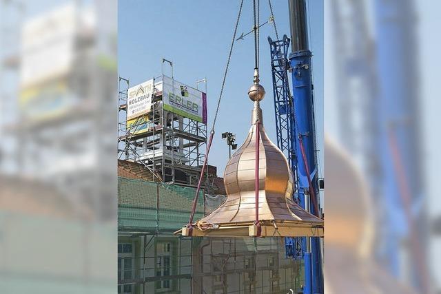 Glockenturm des Vögisheimer Gemeindesaals erhält neues Dach aus Kupfer