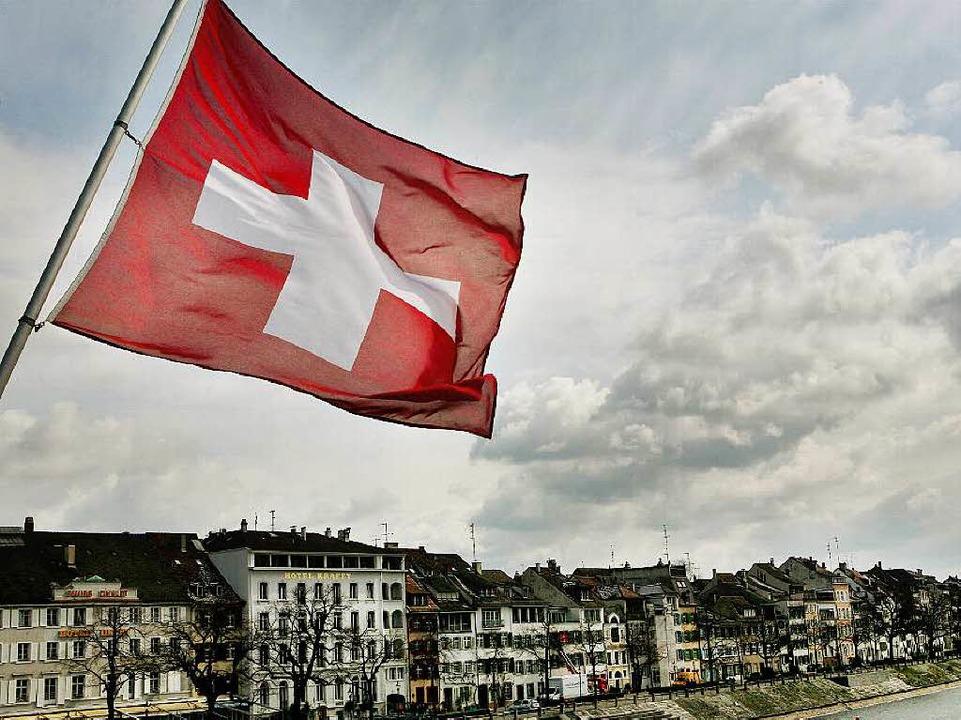 Viele Deutsche arbeiten in Basel und f...hung. Der Fiskus freut sich mit ihnen.  | Foto: dpa