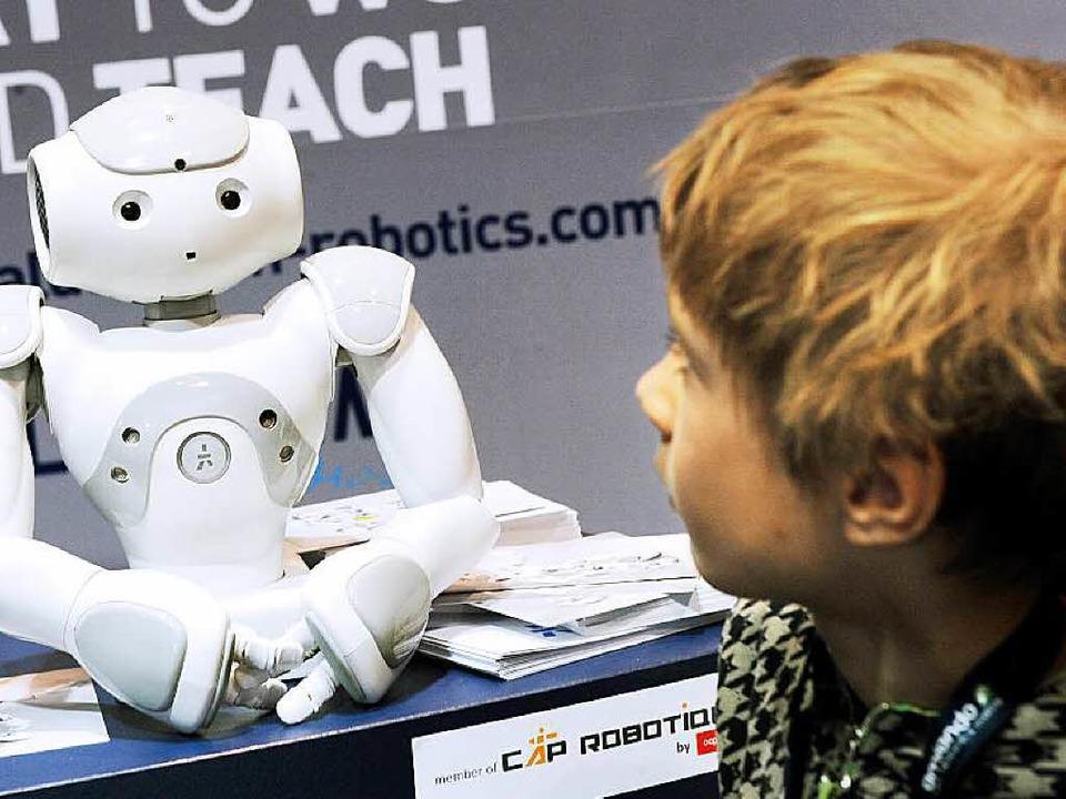 Gerade in Kinderzimmern sehr beliebt: der Roboter Nao   | Foto: Aldebaran