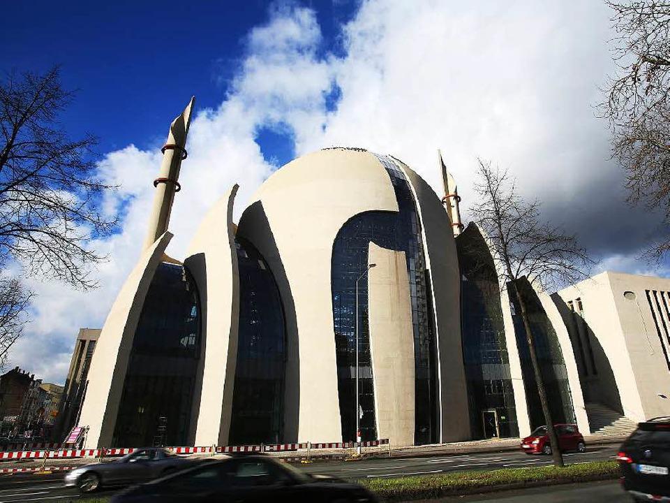 In Köln will sich der Islam  ein moder...im Bau befindliche zentrale Moschee.    | Foto: DPA/Peter Grewer