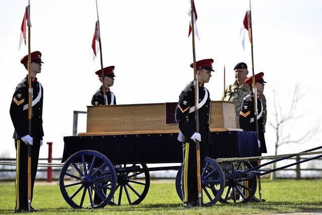 Skurriler Leichenzug: Gebeine von Richard III. überführt