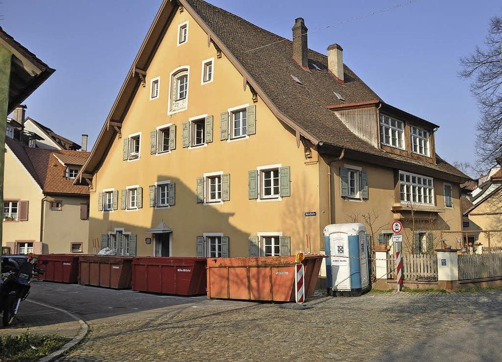Im alten Spitalhaus in Staufen wird ei...flege für alte Menschen eingerichtet.   | Foto: Rainer Ruther