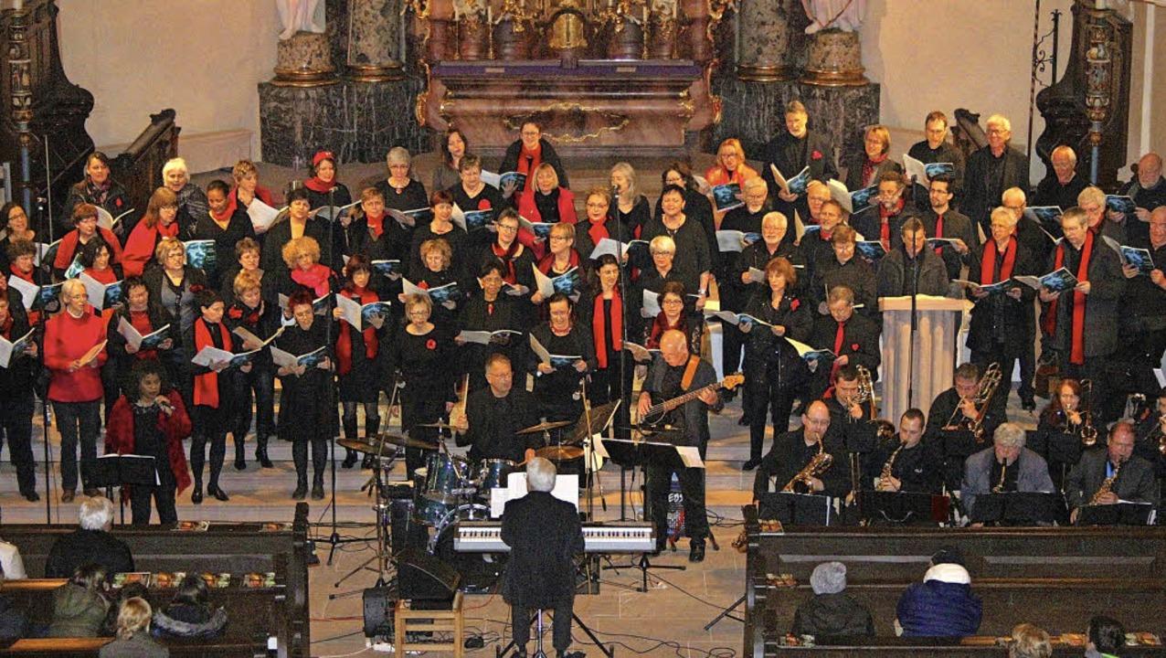 <Text>80 Sänger, 20 Musiker und eine S...olles Jazzkonzert in Endingen. </Text>  | Foto: K. Ständer