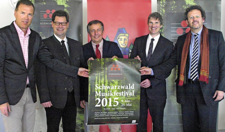 Das Programm 2015 des Schwarzwald Musi...valintendant Mark Mast (von links) vor    Foto: Karin Stöckl-Steinebrunner