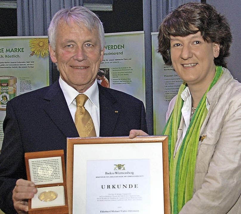 Staatssekretärin Gisela Splett zeichne... mit der Gerhard-Weiser-Medaille aus.   | Foto: Wolfgang Beck