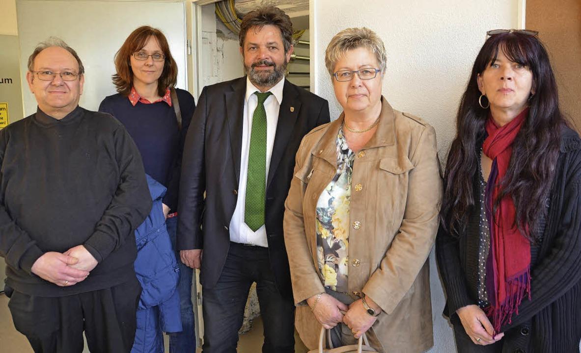 Der Landtagsabgeordnete Reinhold Pix (...in Sabine Schimkat und Daniela Botos.     Foto: Juliane Kühnemund