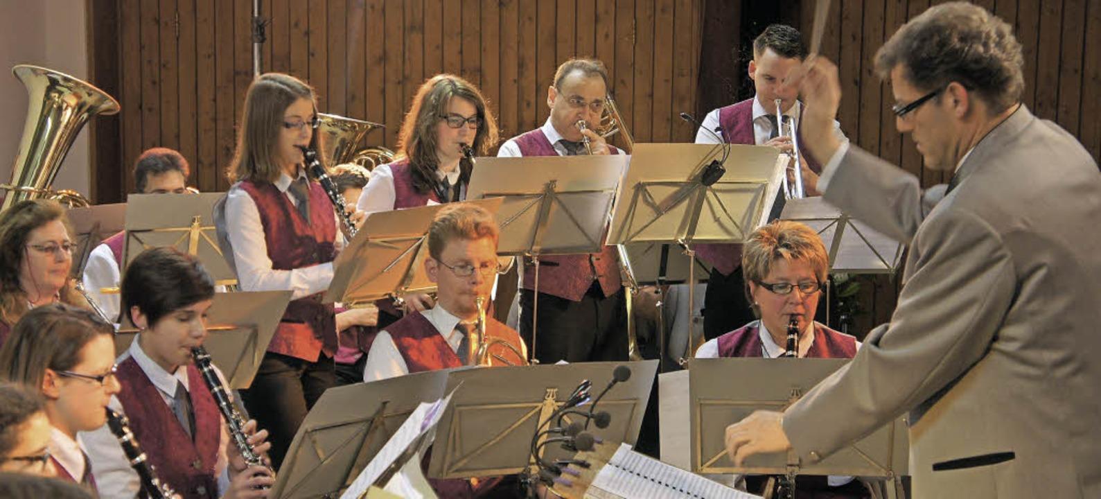 Unter der Leitung von Erfried Bäumle u...er Musikverein Harpolingen die Gäste.     Foto: Reinhard Herbrig