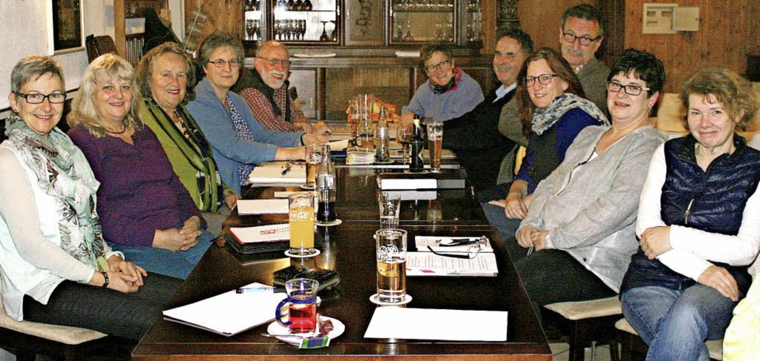 Einen hoffnungsvollen Blick in die Zuk...de Marlies Billich (Vierte von links).  | Foto: ReinhaRD CREMER