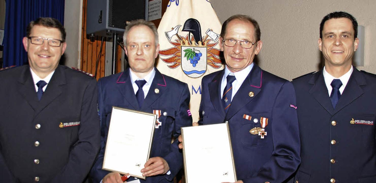 Kreisbrandmeister Christoph Glaisner z...brandmeister  Klaus Gempp (von rechts)  | Foto: SEDLAK