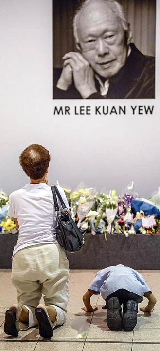 Singapurs Bürger trauern.    Foto: dpa