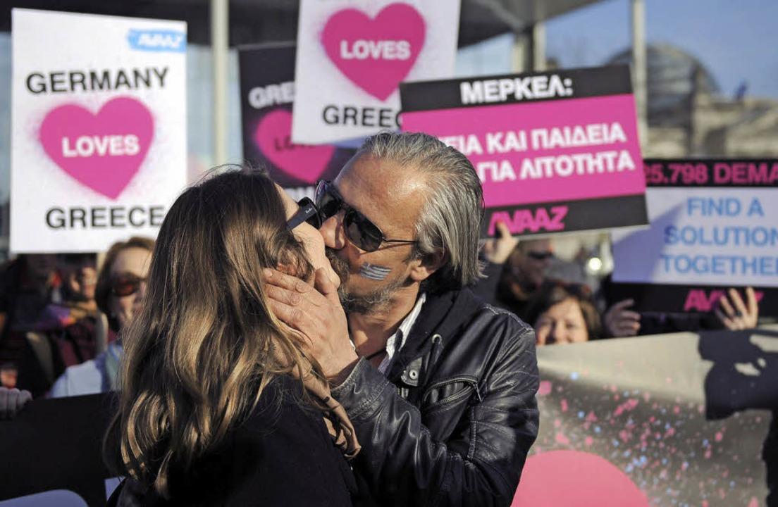 Deutschland liebt Griechenland –...gegenseitigen Zuneigung versicherten.   | Foto: dpa