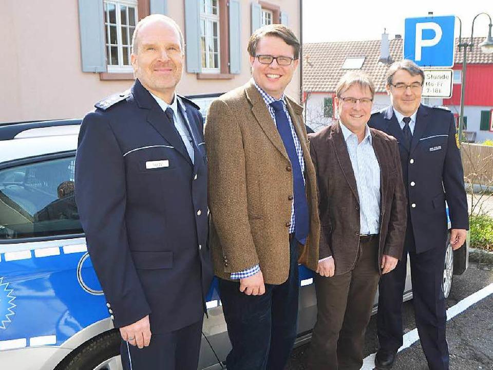 Die Polizeistatistik gab Andreas Nagy ... und Bernhard Weis Anlass zur Freude.   | Foto: Peter Gerigk