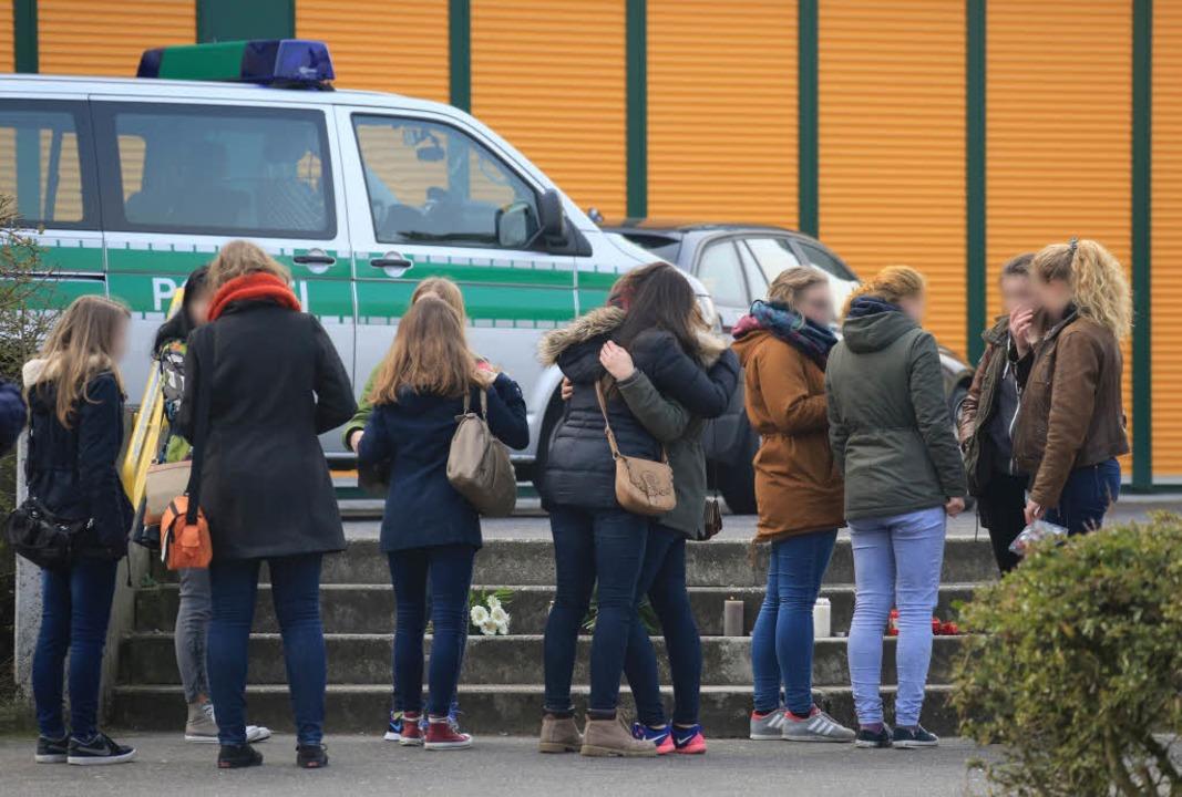 Schock in NRW: Die Schüler des Joseph-...iums in Haltern sind schwer betroffen.  | Foto: dpa