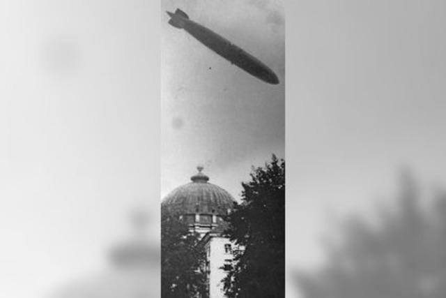 Zeppelin über dem Dom