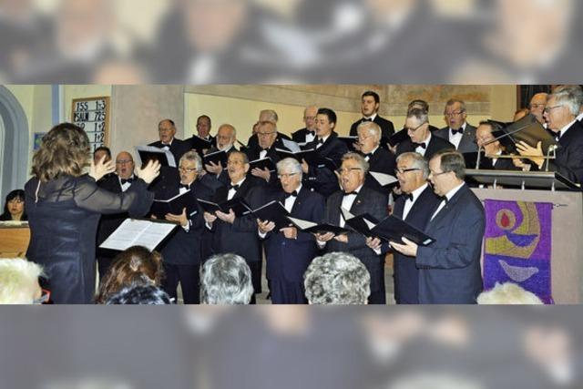 Ein kleiner Chor sagt leise Servus