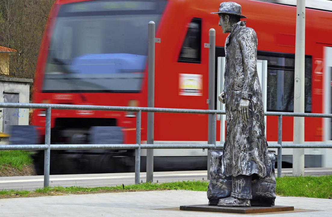Erst im Jahr 2010 bekam der Hitler-Att...eorg Elser in Königsbronn ein Denkmal.  | Foto: dpa(2)/Georgi