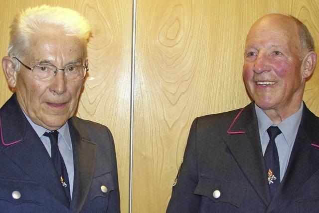 Feuerwehr Saig ehrt zwei Urgesteine