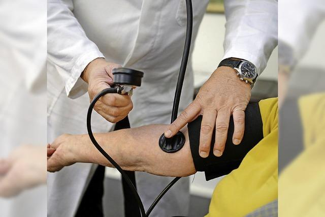 Linke fordern, dass Ärzte verbeamtet werden