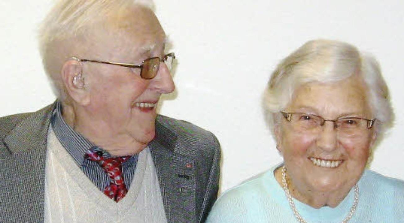 Adolf Wintermantel (90) und Leonore Sc...ieder des SPD-Ortsvereins Stühlinger.   | Foto: privat