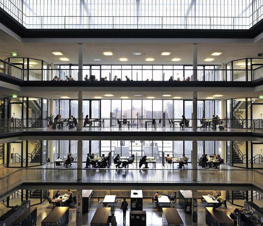 Das Kollegiengebäude II der Universität wird ab 2017 komplett entkernt.   | Foto: Thomas Kunz