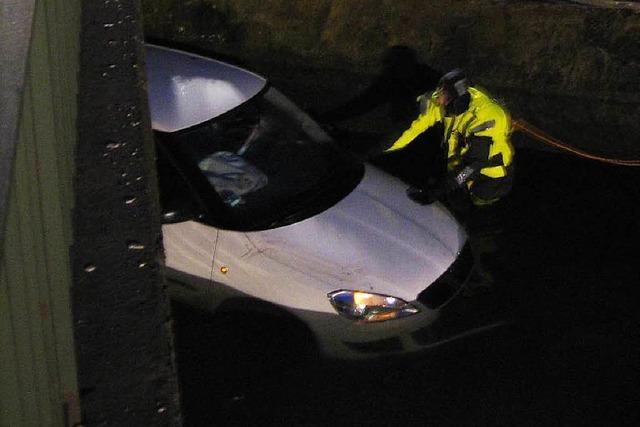 26-Jährige fährt mit Auto in den Maulburger Gewerbekanal
