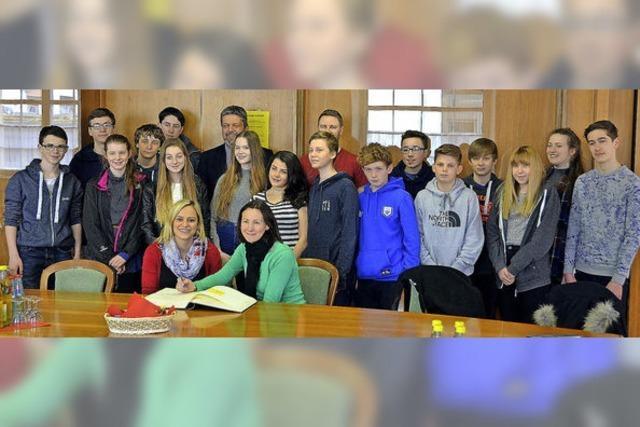 Englische Schüler lieben Schnitzel und Brezeln