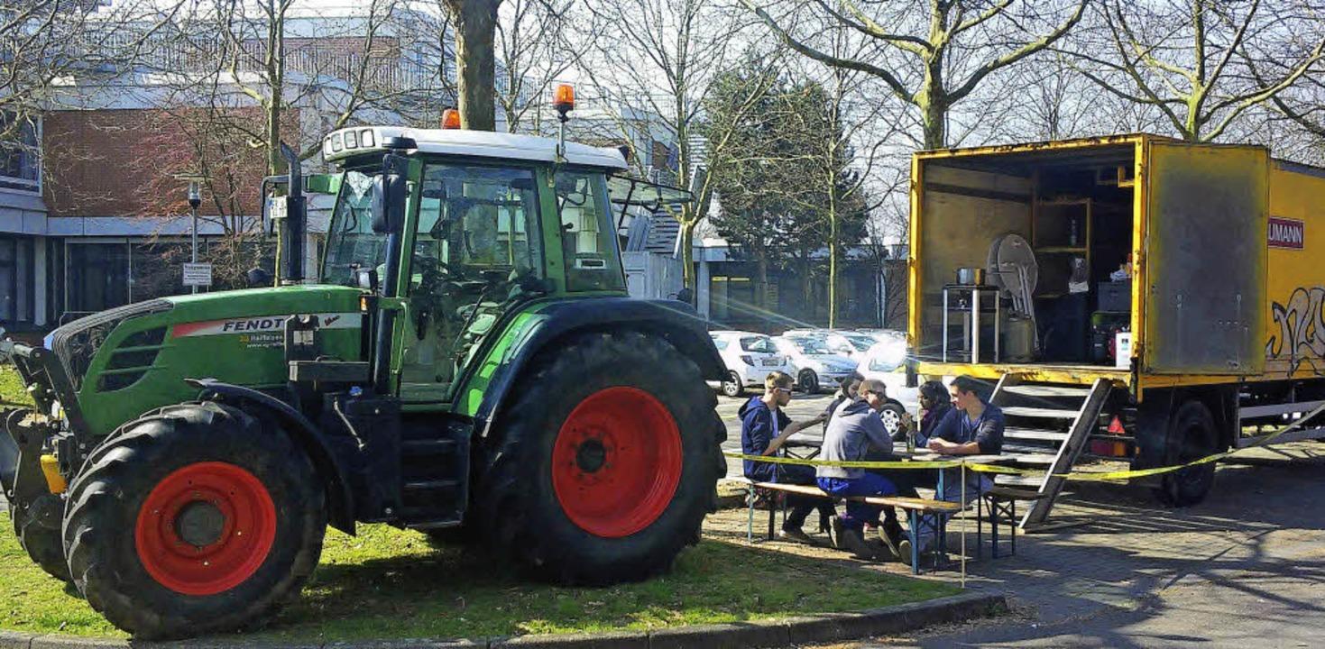 Die ersten Agrar-Abiturienten kamen stilecht zur Prüfung.   | Foto: privat