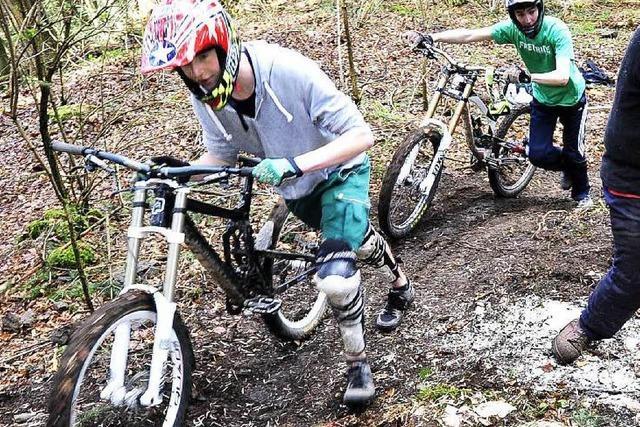 Neue Mountainbike-Strecke am Kybfelsen im Bau