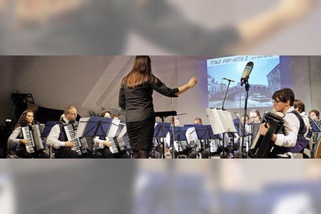 Fünf Ensembles mit 70 Akkordeons sorgen für den richtigen Sound