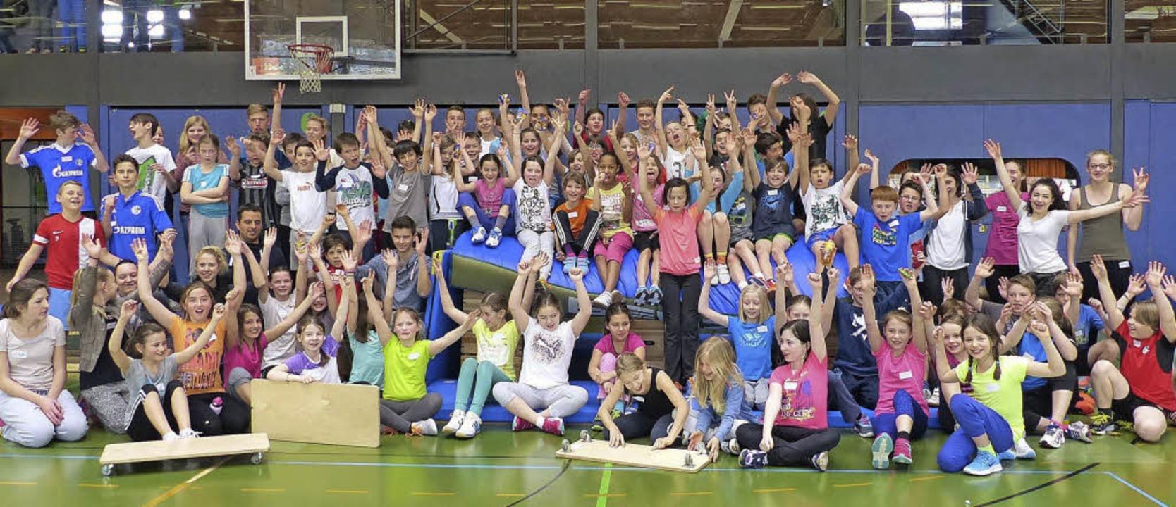 Sport verbindet: Kirchzartener Grundsc...etreuenden Realschülern der Klasse 8c   | Foto: Privat