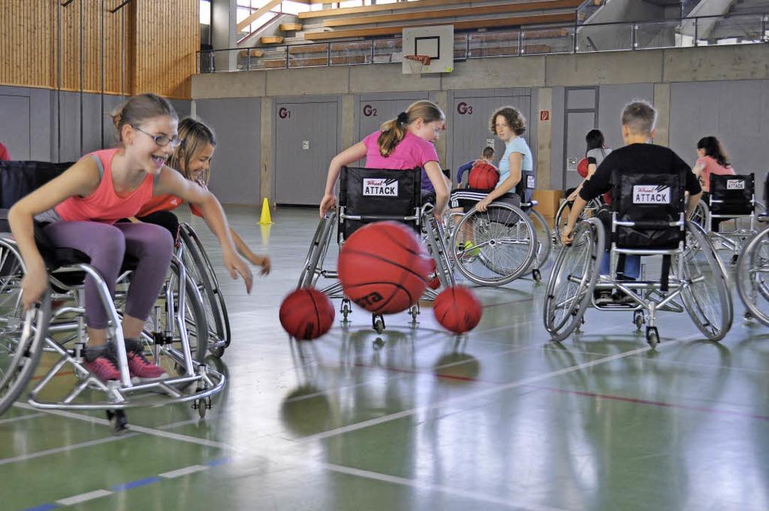 Wenn Nichtbehinderte Rollstuhl-Basketb...e Welt aus deren Perspektive zu sehen.    Foto: Kai Kricheldorff
