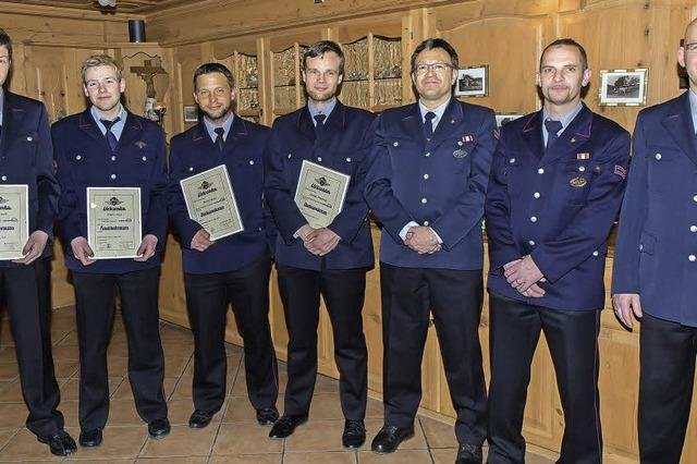 Behringer lobt die Arbeit der Feuerwehr